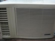 [9成新] 黃阿成~日立0.8噸左吹窗型冷氣窗型冷氣無破損有使用痕跡