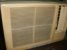 [8成新] 日昇家電~三洋0.8噸右吹窗冷窗型冷氣有輕微破損