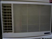 [9成新] 日昇~日立1.26噸左吹窗型冷氣窗型冷氣無破損有使用痕跡