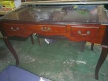 高雅的書桌書桌/椅無破損有使用痕跡
