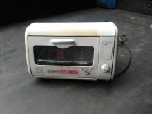 [7成新及以下] 連欣二手家電-双元牌小烤箱烤箱有明顯破損