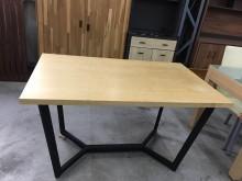 大慶二手家具 木紋鐵腳餐桌餐桌無破損有使用痕跡