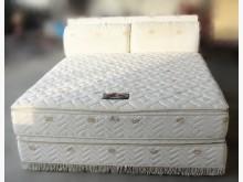 [8成新] 6*6.2獨立筒床墊+床底*雙人床墊有輕微破損