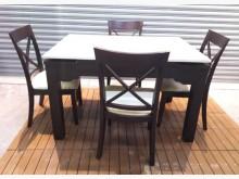 [8成新] 餐桌有輕微破損