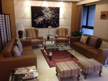 [9成新] 歐洲名牌真皮淺棕色沙發,一組兩張多件沙發組無破損有使用痕跡