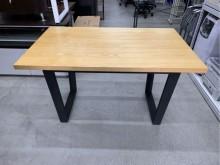 工業風餐桌/鐵腳餐桌餐桌近乎全新