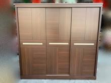 [95成新] B41002 * 胡桃色七尺滑門衣櫃/衣櫥近乎全新