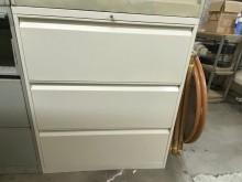 [9成新] 白色三尺三抽式公文鐵櫃辦公櫥櫃無破損有使用痕跡