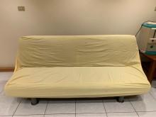 [7成新及以下] 二手沙發床-中間有些破損套上床單沙發床有明顯破損