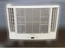 [7成新及以下] 日立雙吹1.8頓冷氣窗型冷氣有明顯破損