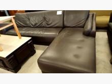 [7成新及以下] 大台北二手傢俱-L型皮沙發L型沙發有明顯破損