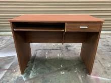 [9成新] 100cm胡桃色電腦桌*工作桌*書桌/椅無破損有使用痕跡