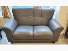 [9成新] 灰色 雙人 合成皮木腳沙發雙人沙發無破損有使用痕跡