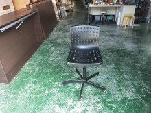 [9成新] 合運二手傢俱~黑色塑膠升降椅電腦桌/椅無破損有使用痕跡