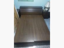 [8成新] 二手雙人床架(附床頭櫃、床墊)雙人床架有輕微破損