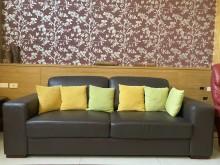 [8成新] 三人座透氣沙發+6個墊子雙人沙發有輕微破損