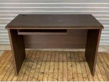 [8成新] 胡桃電腦桌電腦桌/椅有輕微破損