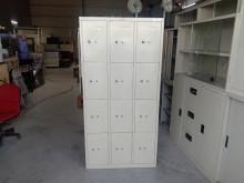 12格置物鐵櫃含鑰匙H03578其它櫥櫃無破損有使用痕跡