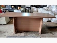 六呎美甲工作桌其它桌椅無破損有使用痕跡