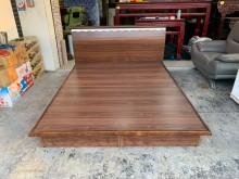 胡桃色標準雙人5尺收納掀床組雙人床架無破損有使用痕跡