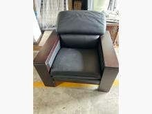 [9成新] 深灰色木框單人皮沙發單人沙發無破損有使用痕跡