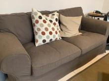 [9成新] 降IKEA沙發3+2三折送桌多件沙發組無破損有使用痕跡