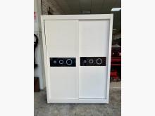 時尚純白色黑玻璃5尺 雙推門衣櫃衣櫃/衣櫥有輕微破損