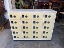 [8成新] 多用途鋼製20格高級置物櫃(鞋櫃辦公櫥櫃有輕微破損