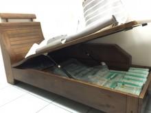 [9成新] 木製沙發無破損有使用痕跡