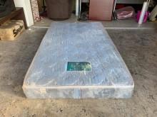 [9成新] 緹花布單人加大3.5尺兩用床墊單人床墊無破損有使用痕跡