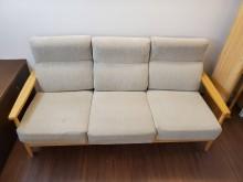 [9成新] 宜得利三人座沙發木製沙發無破損有使用痕跡