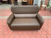 [8成新] 簡約咖啡色皮革 二人座沙發椅雙人沙發有輕微破損