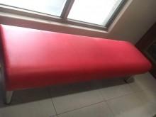 [9成新] 紅色沙發椅-原價3000元其它桌椅無破損有使用痕跡