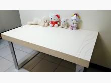 [8成新] 白色典雅餐桌 不鏽鋼桌腳餐桌有輕微破損