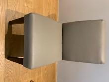 [95成新] 米灰皮質實木腳客製餐椅餐椅近乎全新