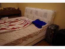 [9成新] 6x6.2 尺床頭箱 及彈簧床墊雙人床墊無破損有使用痕跡