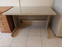 [9成新] 辦公/書桌一張~便宜賣辦公桌無破損有使用痕跡