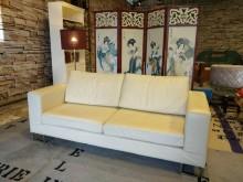 [9成新] 溫馨米黃三人半牛皮沙發雙人沙發無破損有使用痕跡