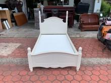 [9成新] 古典歐式白色實木單人3.5尺床架單人床架無破損有使用痕跡