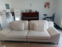 [9成新] 很乾淨!可坐4人。只要4000多件沙發組無破損有使用痕跡