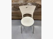 [9成新] F90532*白色塑膠椅餐椅無破損有使用痕跡