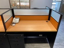 [9成新] 原木色辦公桌隔板4人座屏風無破損有使用痕跡