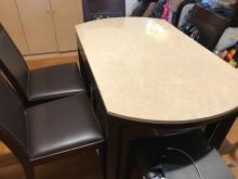 [7成新及以下] 二手家俱出清餐桌有明顯破損