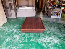 合運二手傢俱~胡桃色木紋單人掀床單人床架有明顯破損