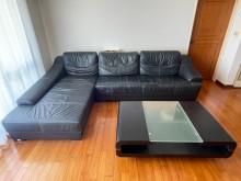 [7成新及以下] 黑色半牛皮沙發+黑色實木茶几一組L型沙發有明顯破損