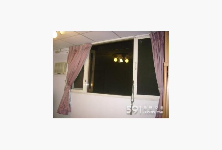 台北租屋,士林租屋,獨立套房出租,對外窗採光棒,通風