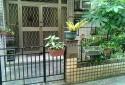 住家大門與小鐵門間空間大可利用