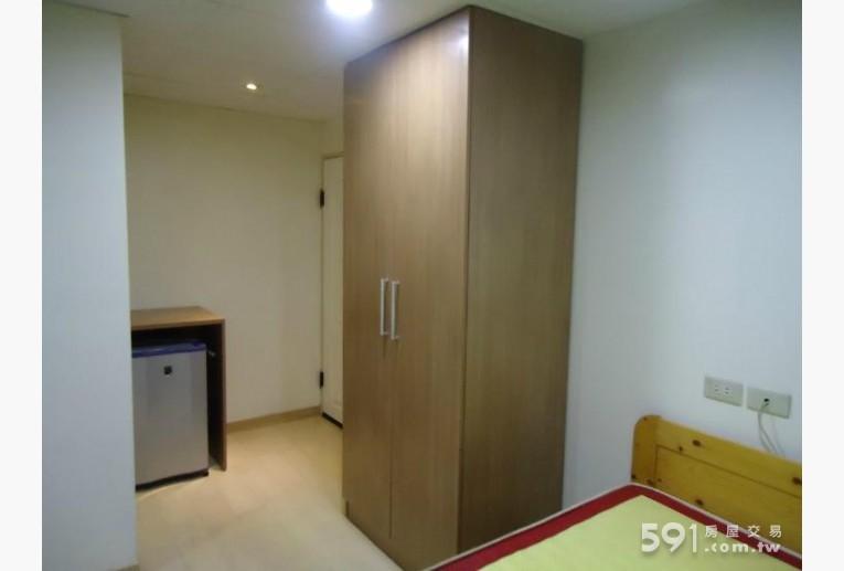 台北租屋,北投租屋,獨立套房出租,冰箱及房間入口