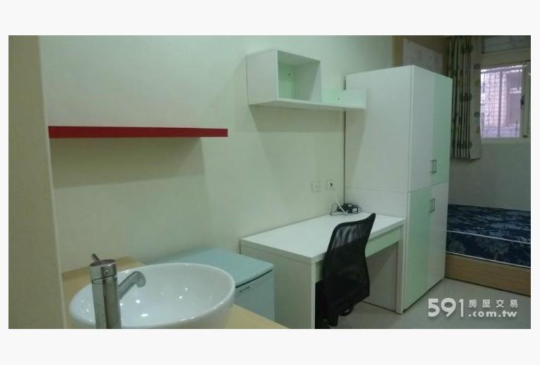 新竹租屋,東區租屋,獨立套房出租,系統衣櫃..書報架..書桌椅