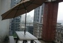 戶外陽傘及啤酒桌